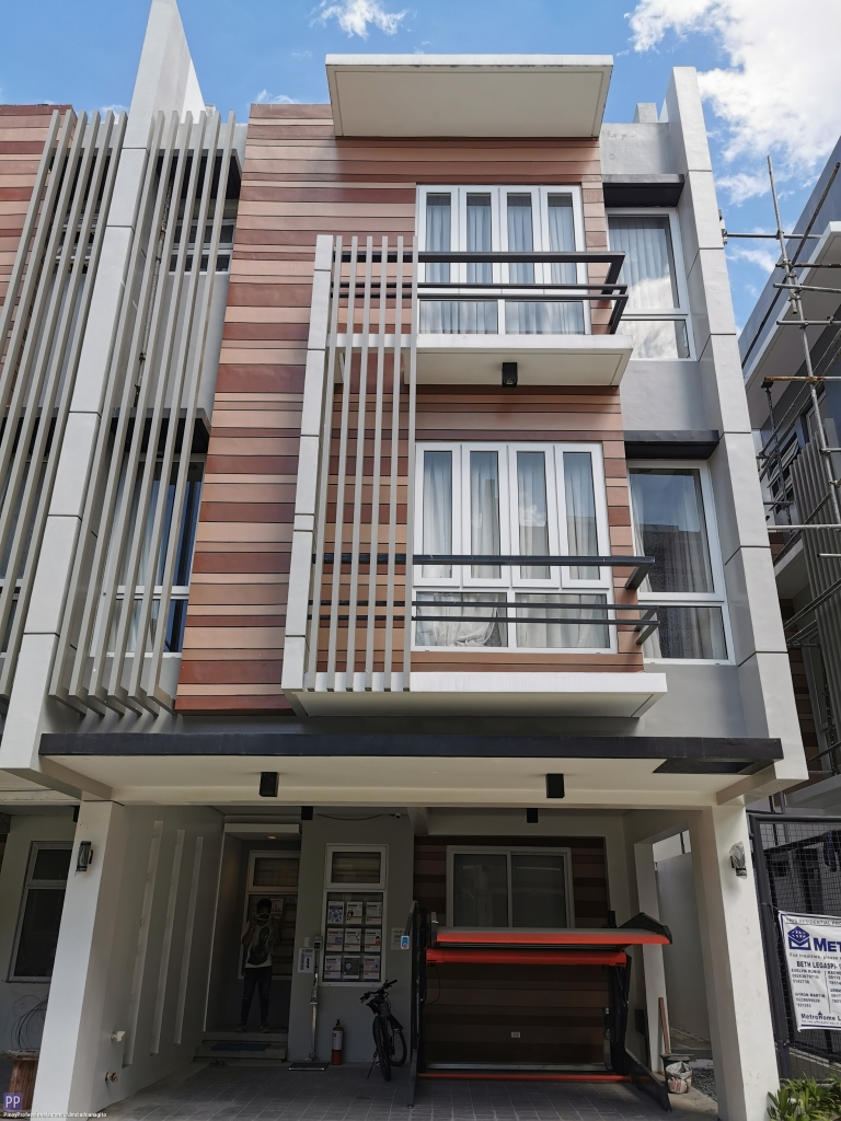 House for Sale - Congressional Quezon City Townhose For Sale Doña Sotera by Metrosummit