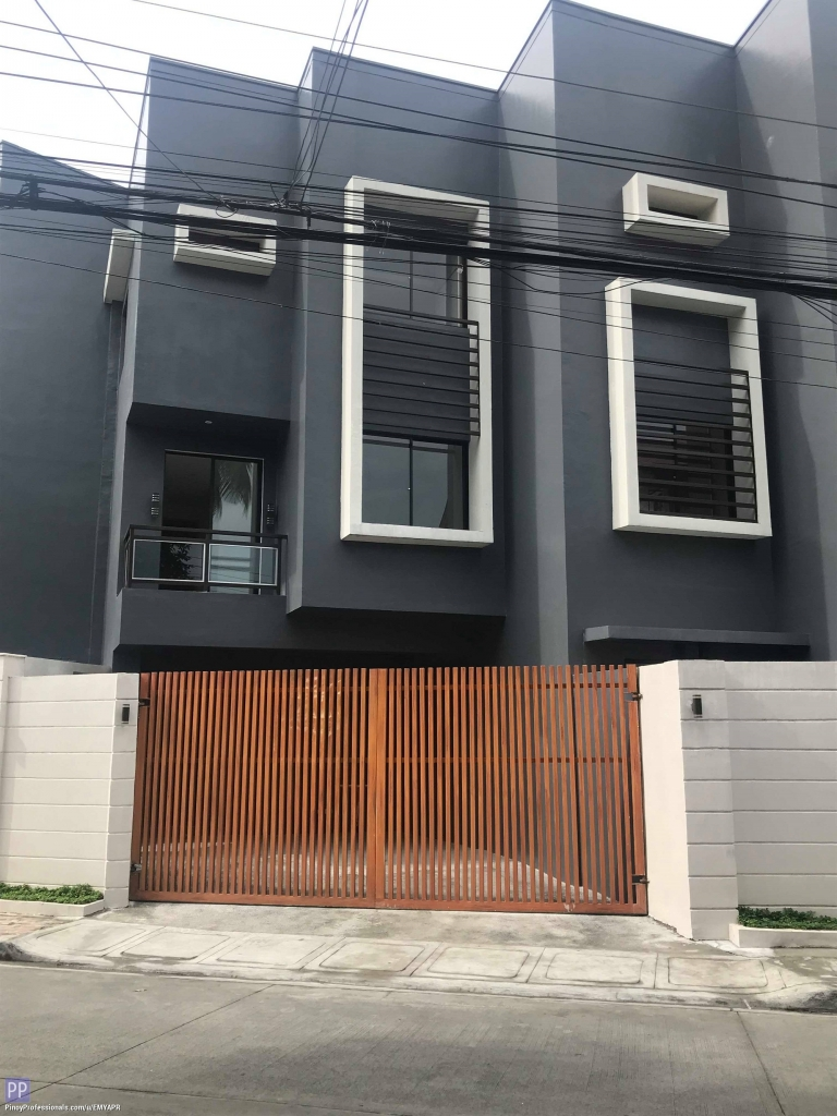 Apartment and Condo for Sale - TOWNHOUSE FOR SALE IN TACHERS VILLAGE QUEZON CITY