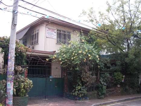 House and Lot, Rush Sale, Kamias, Quezon City - Real Estate/House